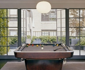 wonderful-pool-table-leads-to-rooftop-garden-930x475