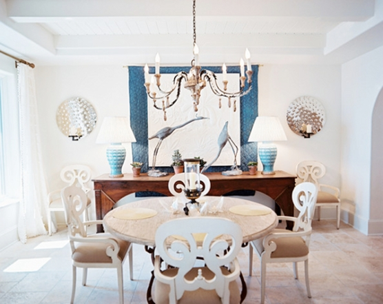 Bunny+Williams+White+chairs+round+wooden+table+qjlHUT8u_c9l