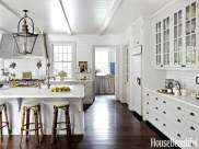 04-hbx-white-kitchen-subway-tiles-whitson-0613-lgn