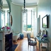 item11.rendition.slideshowWideVertical.timothy-corrigan-14-loire-valley-estate-master-bath-after