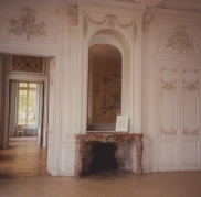 item2.rendition.slideshowWideHorizontal.timothy-corrigan-03-loire-valley-estate-west-wall-grand-salon-before