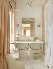 item14.rendition.slideshowVertical.suzanne-kasler-atlanta-house-15-guest-bath