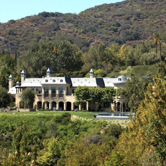 joan-behnke-Chalon-Estate-exterior-cococozy